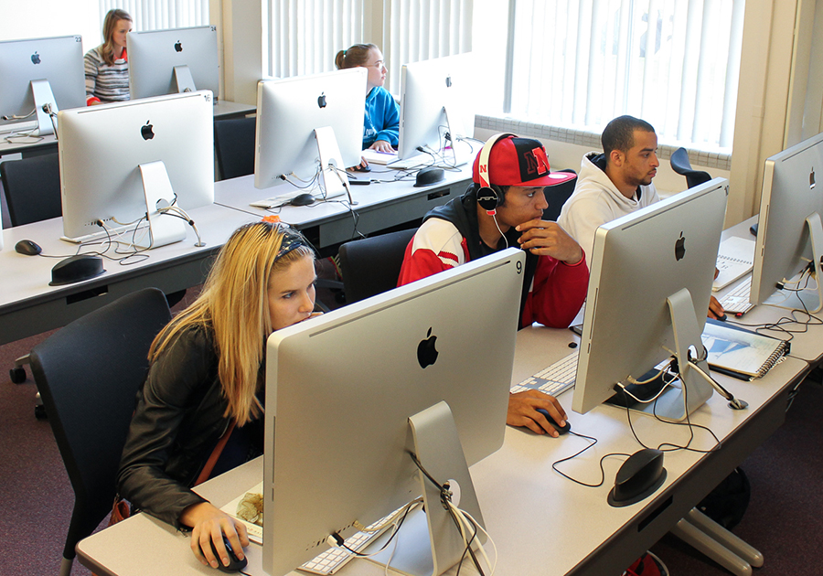 Students Use State Of The Art Computer Hardware And Software