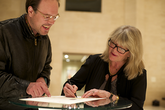 2014 Geske Lecturer Judith Ivey signs an autograph at the Sheldon Museum of Art