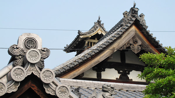 Roof tiles at Shunko-in