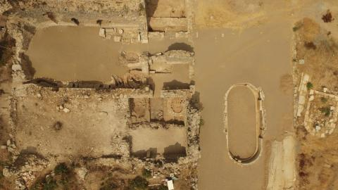 A drone view of the Bath Complex with a cluster of Late Roman pottery kilns visible. Photo courtesy of Michael Hoff.